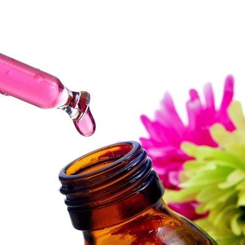 Olio essenziale di Rosa: Proprietà e Utilizzi